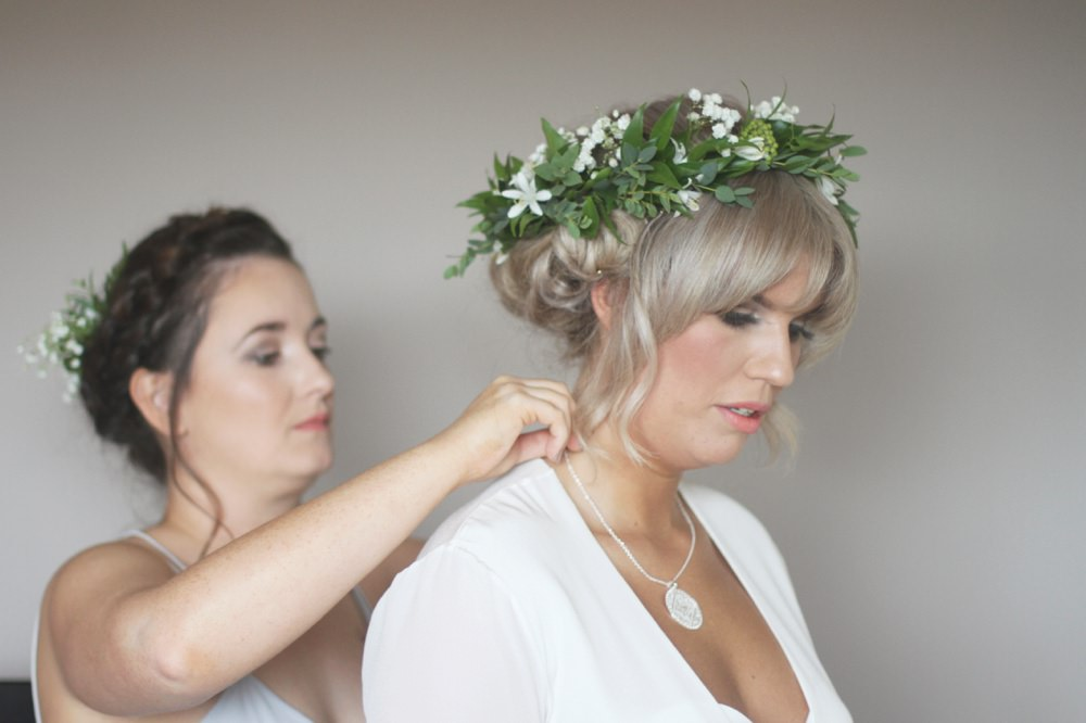 Bride getting ready hippie bridal crown