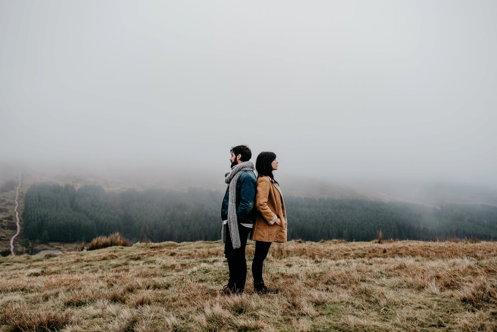 couples shoot in the brecon beacons
